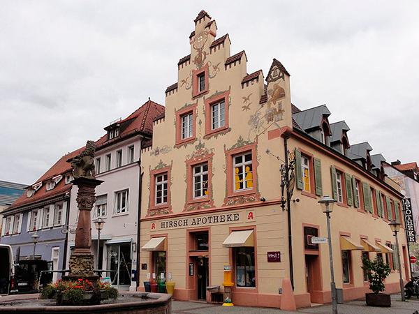 Hirsch Apotheke Offenburg Außenansicht